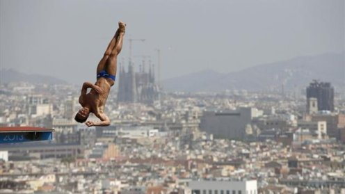 Britain's Thomas Daley performs a dive at the men's 10m platform preliminary during the World Swimming Championships at the Montjuic municipal pool in Barcelona July 27, 2013 (Reuters)